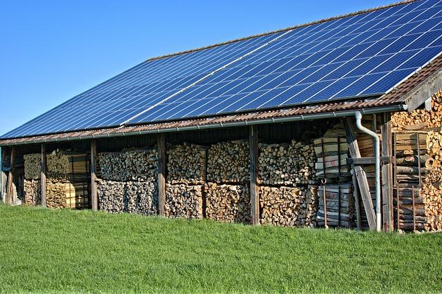 Installation de panneaux photovoltaïques en toiture en zone agricole